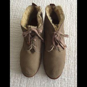 Bernardo tan leather fleece lined booties